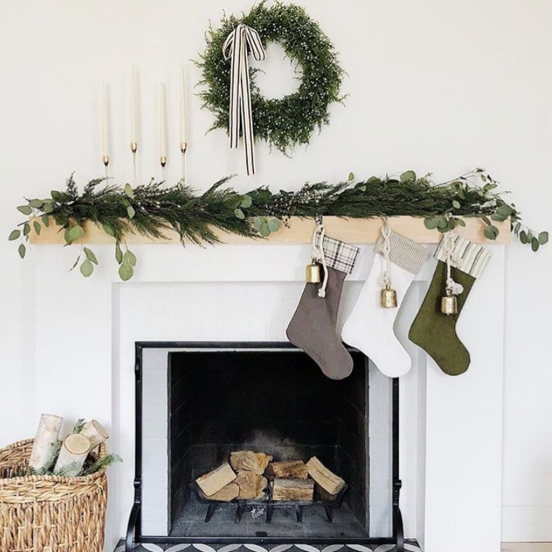 Classic & Simple Christmas Fireplace