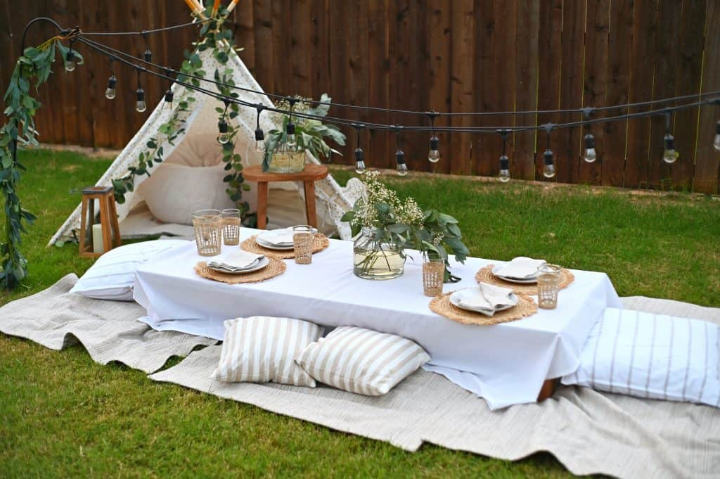 Serena &Lily Outdoor Picnic Table Decor